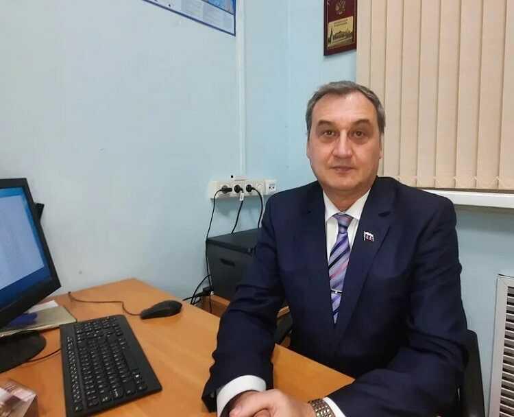 Миграционный юрист Леонид Владимирович